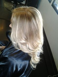 Blonde ombre framing the face