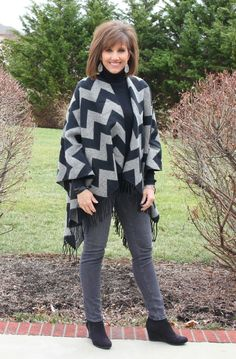 Join me on Day 7 of my 31 Days of Winter Fashion as I style a poncho. It's perfect if you want to feel comfortable and warm but still look stylish. Winter Fashion Casual, Fall Fashion Trends, Fashion Days, Autumn Fashion, Fashion Outfits, Fashion Fashion, Fashion Black, Petite Fashion, Curvy Fashion