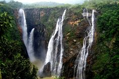 Pachmarhi, Madhya Pradesh The queen of Satpura is one of the most popular hill stations and also a primary holiday destination in India in October. Sitting pretty at an altitude of 1100 meters above sea level, Pachmarhi lies beautifully entangled amid lush green nature, ancient caves, and waterfalls exuding beads of life. http://www.hemtravels.com