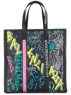 0b8f0488afd9 Balenciaga Bolso Shopper Bazar Graffiti Mediano - Farfetch. レザーのハンドバッグレザートート  ...