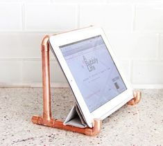 Industrial DIY Copper Pipe iPad Holder - Shelterness
