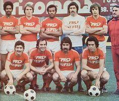 F.C. Rouen 1976-77 (partie 2). Debout, de gauche à droite : Guillolet, Bienaime, Vitulin, Gili, Jouanne, P. Gonzales (entraîneur). Accroupis : Bourrebou, D. Horlaville, Pena, J. Trezeguet.