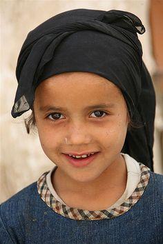 Cute veiled young girl - Yemen
