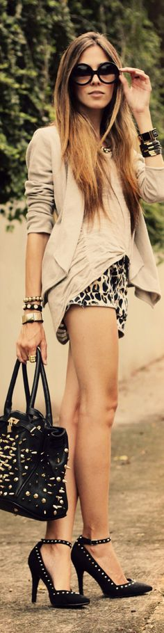 I like the casual nature of the look. I also like the neutral colour palette and the pop of pattern. The studs make the outfit look a little cheap to me. Estilo Fashion, Look Fashion, Fashion Beauty, Womens Fashion, Fashion Trends, Spring Fashion, High Fashion, Street Mode, Street Chic