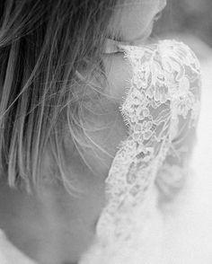 Za oknem szaro wiec wracam wspomnieniami do ciepłych dni. . . . #morocco #marocco #wedding #weddingdress #slubnaglowie #weddinginspirations #polishgirl #destinationweddingphotographer #fineartphotography #instagood #spelniajmarzenia #instacool #sylwiakopczynska #fineartweddingphotographer #jamstudiopl