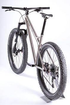 As a beginner mountain cyclist, it is quite natural for you to get a bit overloaded with all the mtb devices that you see in a bike shop or shop. There are numerous types of mountain bike accessori… Bmx Bicycle, Mtb Bike, Cycling Bikes, Cyclocross Bikes, Downhill Bike, Bicycle Shop, Bicycle Parts, Hardtail Mtb, Hardtail Mountain Bike