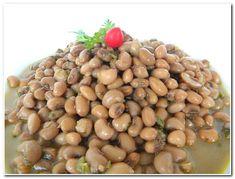 Dolychos monachalis, planta da família das fabáceas de sementes alimentícias muita empregadas no preparo do acarajé. O feijão de corda ou feijão-fradinho tem duas variedades, uma de cor parda e outra branca, tendo ambas uma mancha preta. Conhecido também como feijão-macassar, tem a propriedade de reduz o colesterol. (Vigna Sinensis, var. Monachalis). Muito utilizado na culinária nordestina, tem um sabor bem típico, diferente dos feijões comuns.