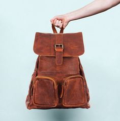 Are you interested in our personalised casual leather rucksack? With our vintage style school work college backpack you need look no further. Rucksack Backpack, Leather Backpack, Leather Bag, Brown Leather, Thing 1, Stylish Backpacks, Luggage Accessories, Vintage Fashion, Vintage Style