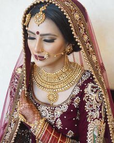 Indian Bridal Makeup Tips / Latest Bridal Makeup Ideas 2018 Pakistani Bridal Makeup, Indian Wedding Makeup, Indian Bridal Wear, Asian Bridal, Indian Makeup, Indian Wear, Bridal Makeup Pictures, Bridal Makeup Tips, Bridal Makup