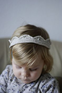 Crochet Crown!  So cute!  This would be easy & quick to make too.  I'm thinking it would be a great birthday party accessory that guests would be able to take home & continue to play with!!!