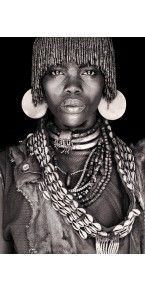 Solitary Dog Sculptor I: Photos - Fotos: John Kenny - Part 1 - Ethiopia - Omo Black and White - Links John Kenny, African Tribes, African Women, African Art, Black And White Portraits, Black And White Photography, Jolie Photo, African Culture, People Of The World
