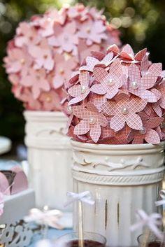 Topiaria com flores de papel