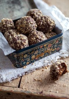 Toblerone truffles - Seems so delicious! Snack Recipes, Dessert Recipes, Cooking Recipes, Snacks, Gourmet Gifts, Food Gifts, Nutella, Truffles, Creme