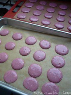 Een paar maanden geleden heb ik voor het eerst macarons gemaakt. De hype is sindsdien alleen maar toegenomen, de Hema verkoopt nu zelfs spe...