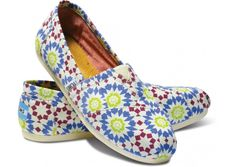 The toms shoes sale is hot now. Do not hesitate any more, just trust these best toms shoes and get them home now!