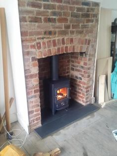 Clearview Pioneer 400 in a brick fireplace with a black slate hearth