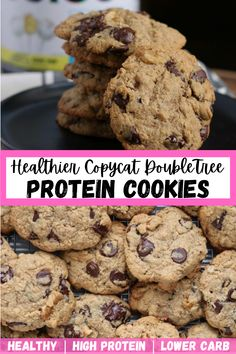 Ever craving a giant, fluffy chocolate chip cookie but you don't want to break the calorie bank? This is a lower carb, higher protein spin on the original DoubleTree cookie recipe that makes for a kinda healthy snack. Click here for the recipe! High Protein Desserts, Protein Donuts, Protein Cookies, Healthy Cookies, Protein Foods, Yummy Cookies, Healthy Desserts, Healthy Foods, Healthy Recipes