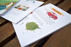 """#LLIBRES #ILLUSTRACIO #KIT #CROWDFUNDING - """"El Kit de remeieres indispensable per viatjar"""" és un quadern il·lustrat que ens acosta gràficament a les labors més ancestrals que es feien en una casa, com era preparar els remeis casolans amb les herbes que creixien al voltant. Un quadern que explica com elaborar la teva farmaciola natural. Crowdfunding Verkami: http://www.verkami.com/projects/9848-el-kit-de-remeieres-indispensable-per-viatjar/"""