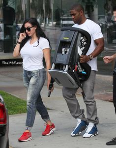 "SPOTTED: Reggie Bush & Lilit Avagyan BUYING A Car Seat + Nene & Gregg Leakes On ""Access Hollywood Live""- http://getmybuzzup.com/wp-content/uploads/2014/02/251572-thumb.jpg- http://getmybuzzup.com/nene-gregg-leakes-on-access-hollywood-live/-   By _YBF Reggie Bush and his fiancee Lilit were spotted shopping in Beverly Hills. Find out where they went inside and see Nene and Gregg Leakes filming a tv spot.   Detroit Lions running back Reggie Bush and his fiancee Lilit Av"