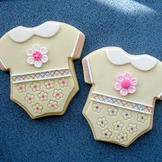 Galletas Decoradas Body Bebé ♥  https://www.etsy.com/listing/86415849/baby-onesie-cookie-favors-one-dozen