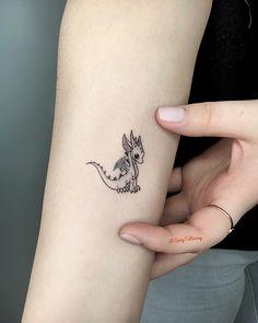 Dragon Mini Tattoo - Dragon Mini Tattoo inspired by Gam .- Drachen Mini Tattoo – Dragon Mini Tattoo inspiriert von Game of Thones GOT. Gem… Dragon Mini Tattoo – Dragon Mini Tattoo inspired by Game of Thones GOT. Mini Tattoos, Baby Tattoos, Little Tattoos, Tattoos For Guys, Tatoos, Unique Couples Tattoos, Small Tattoos For Women, Small Dragon Tattoos, Dragon Tattoo For Women