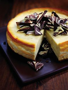 Try our white chocolate and Baileys cheesecake recipe. Our white chocolate cheesecake with Baileys is easy to make and an indulgent dinner party dessert Baileys Torte, Baileys Cheesecake, Best Cheesecake, Cheesecake Recipes, Dessert Recipes, Baked White Chocolate Cheesecake, Cupcakes, Cheesecakes, Dinner Party Desserts