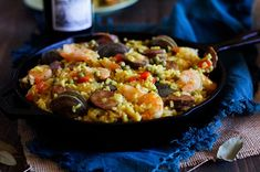 A quick, easy, and delicious seafood paella recipe. Pair it with wine! Seafood Recipes, Chicken Recipes, Spanish Paella, Seafood Paella, Paella Recipe, Feeding A Crowd, Recipe Please, Healthy Sides, Nutritious Meals