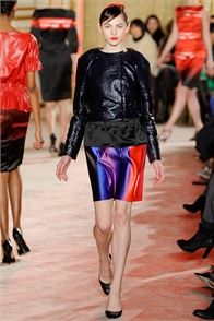 Fall Winter 2012-13 Thakoon, New York.  - click on the photo to see the complete collection and review on Vogue.it