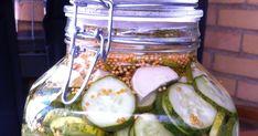 Idag har jag varit på torget och köpt gurkor och lagt in inför höst och vinter. Gott på en leverpastejmacka, till kåldolmar, köttbulla... Pickles, Cucumber, Zucchini, Vegetables, Food, Veggie Food, Pickle, Vegetable Recipes, Cauliflower