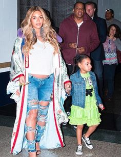 Beyoncé, Jay Z, and Blue Ivy attend the 2017 NBA All-Star Game on February 2017 in New Orleans, Louisiana. Blue Ivy Carter, Beyonce Knowles Carter, Beyonce And Jay Z, Beyonce Pics, Beyonce Quotes, Jay Z Blue, Beyonce Family, King B, All Star