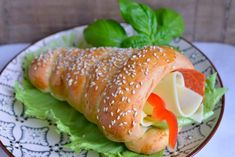Baking Tips, Bread Baking, Health And Wellbeing, Tupperware, Fresh Rolls, No Bake Cake, Bagel, Food Inspiration, Pepperoni