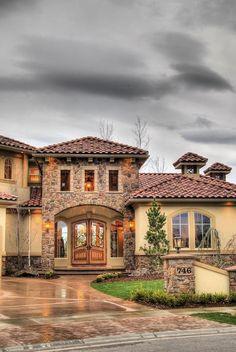 La combinación de piedra con pintura para fachada de la casa...me fascina