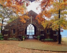 Chapel on the cliff side of Mt.you should see the view it is incredible! Petit Jean State Park, Jeans Wedding, Place Of Worship, Weekend Trips, Kirchen, Wedding Venues, Wedding Ideas, Trendy Wedding, Wedding Decor