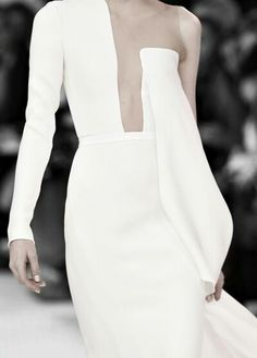 haute couture fashion Archives - Best Fashion Tips Stephane Rolland, Minimal Fashion, White Fashion, Fancy Gowns, Fashion Silhouette, Saab, Fashion Details, Fashion Design, Mode Inspiration