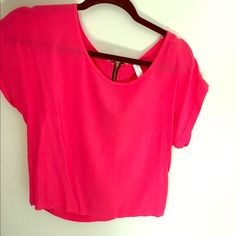 Coral Top Coral top with a zipper in the back Xhilaration Tops Tees - Short Sleeve