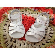 SWIMMER WHITE Saltwater Sandals - El Ciempiés