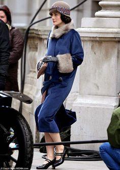 Downton Abbey Michelle Dockery as Lady Mary Fashion Tv, Fashion Mode, Fashion History, Retro Fashion, Vintage Fashion, Downton Abbey Costumes, Downton Abbey Fashion, Lady Mary Crawley, Michelle Dockery