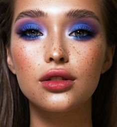 Aesthetic Makeup Looks Blue Eye Makeup Steps, Makeup Eye Looks, Eye Makeup Art, Blue Eye Makeup, Cute Makeup, Pretty Makeup, Beauty Makeup, Pink Eyeshadow, Eyeshadow Makeup