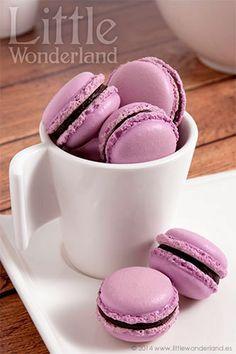 Macarons de chocolate negro y lavanda   Dark chocolate and lavender macarons