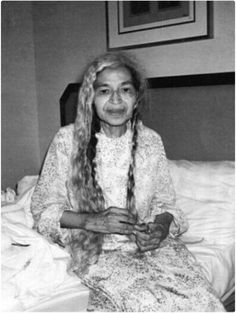 Rosa Park rare picture. I admired this womam so much... Besides her decision to stand up for her rights in a nonviolent and non rioting she fought a crackhead thug who broke into her house. R.I.P. Ms.Park