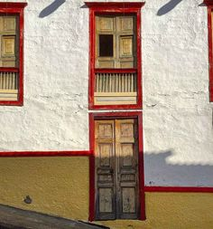 Pueblos Patrimonio de Colombia Facades, Latina, Beautiful Places, Handle, Doors, Places To Travel, House Paintings, Facade, Door Knob