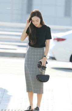 Travelling outfits that might be equal parts fashionable and conventional are hard to discover. Korean Girl Fashion, Korean Fashion Trends, Kpop Fashion, Asian Fashion, Daily Fashion, Fashion Outfits, Modest Outfits, Simple Outfits, Skirt Outfits