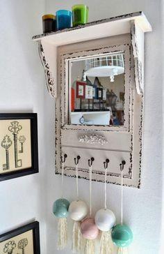 Fabric Behind Old Window Frame | Espejo decapado con marco vintage