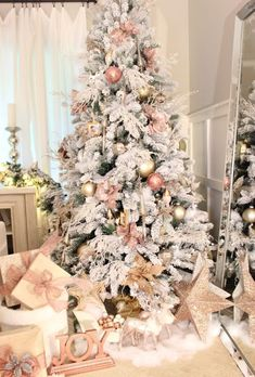 Are you looking for some beautiful Christmas trees for this Christmas? Well, here is a collection of top rose and gold Christmas tree, that will make you design an outstanding Christmas tree and will make for a glamorous, glimmering display. Rose Gold Christmas Decorations, Flocked Christmas Trees, Beautiful Christmas Trees, Christmas Tree Themes, Silver Christmas, Noel Christmas, Christmas Crafts, Rose Gold Christmas Tree, Christmas Ideas