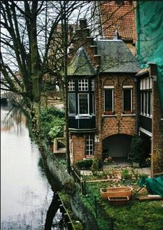River House, Bruges, Belgium photo via aways. I'd like to go to Bruges Beautiful World, Beautiful Homes, Beautiful Places, Beautiful Pictures, Oh The Places You'll Go, Places To Travel, Magic Places, River House, River Cottage