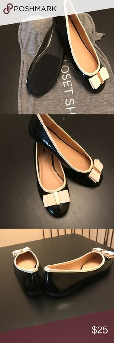 SHOES Cute bow baby flats are so fashionable never worn been sitting in my closet purchase to wear with outfit but wore something else toooooo cute and in trend patent look easy wear ⭐️⭐️⭐️⭐️ fioni Shoes Flats & Loafers