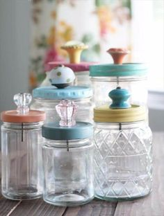 Mason Jar Crafts You Can Make In Under an Hour - Upcycled Mason Jar With Pretty Glass Knob Tops- Quick Mason Jar DIY Projects that Make Cool Home Decor and Awesome DIY Gifts - Best Creative Ideas for Mason Jars with Step By Step Tutorials and Instructions Mason Jar Projects, Mason Jar Crafts, Bottle Crafts, Pickle Jar Crafts, Crafts With Jars, Crafts To Make And Sell Ideas, Jelly Jar Crafts, Easy Gifts To Make, Diy Craft Projects