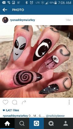 Stiletto nails with alient and galactic nail art. Stiletto Nail Art, Acrylic Nails, Coffin Nail, Claw Nails, My Nails, Rave Nails, Alien Nails, Gothic Nails, Manicure E Pedicure