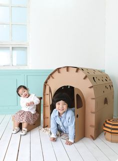 GreenGaia is a paper furniture and cardboard product design company. Our brands, Funnypaper® and STRUCTUR, deliver paper furniture and cardboard house. Cardboard Houses For Kids, Cardboard Design, Cardboard Playhouse, Cardboard Crafts, Cardboard Recycling, Forts En Carton, Karton Design, Carton Diy, Diy Karton