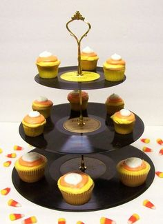 Just bought this on tophatter.com.  How fun is this?  Perhaps I'll make 50's themed cupcakes for Halloween this year, and wear my penguin poodle skirt to work...